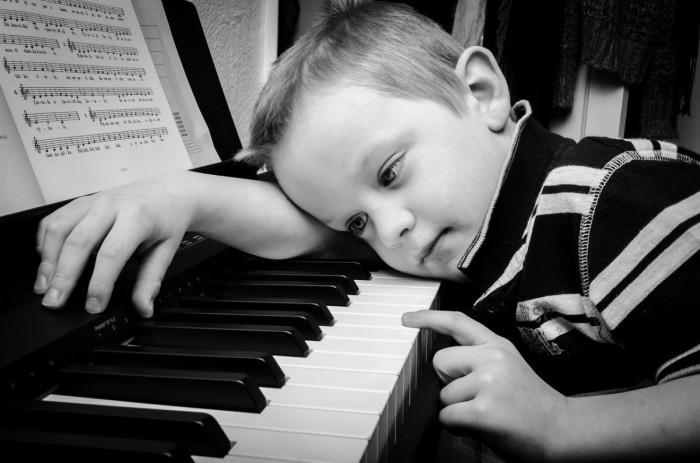 nic3b1o-escuchar-jazz-beneficios-1200x794
